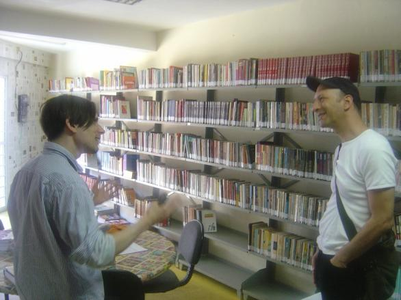 Jeremy+and+Carlos+in+the+library+